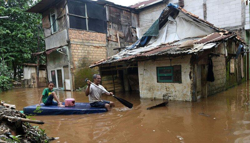 https: img.okezone.com content 2020 03 03 338 2177312 sebanyak-13-771-kk-terdampak-banjir-di-kabupaten-bekasi-zvJfbUFCyP.jpg