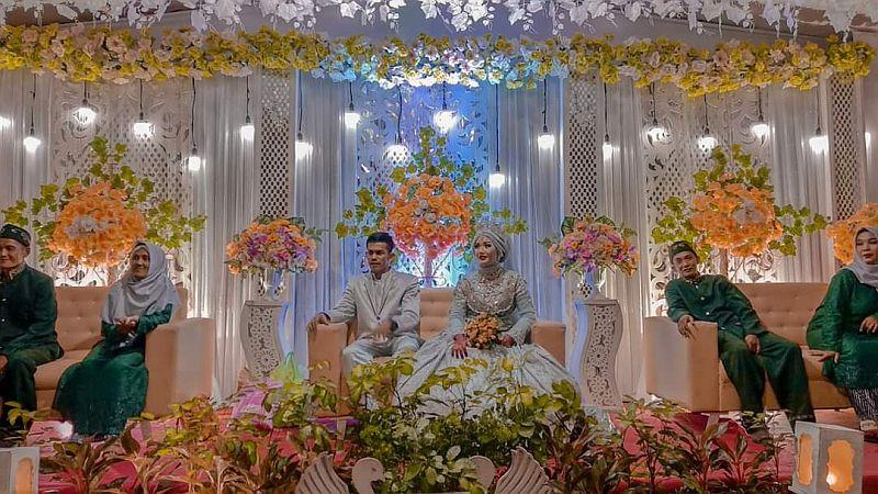 https: img.okezone.com content 2020 03 03 340 2177156 jamal-dan-ani-pilih-menikah-di-tahun-kabisat-agar-anniversary-pernikahan-paket-hemat-kdgzebdoZu.jpg