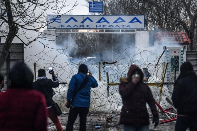 https: img.okezone.com content 2020 03 04 18 2177957 uni-eropa-dukung-penuh-yunani-hentikan-pengungsi-melintas-dari-turki-3E0Ogha3Wk.jpg
