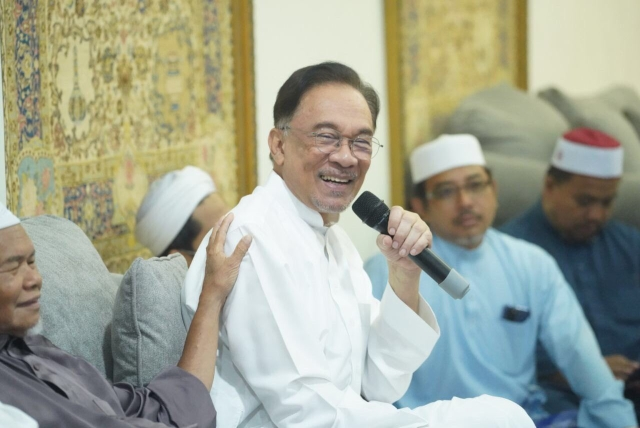 https: img.okezone.com content 2020 03 04 18 2178050 anggota-parlemen-ini-klaim-pm-malaysia-yang-baru-seharusnya-anwar-ibrahim-VgwzcUty2C.jpg