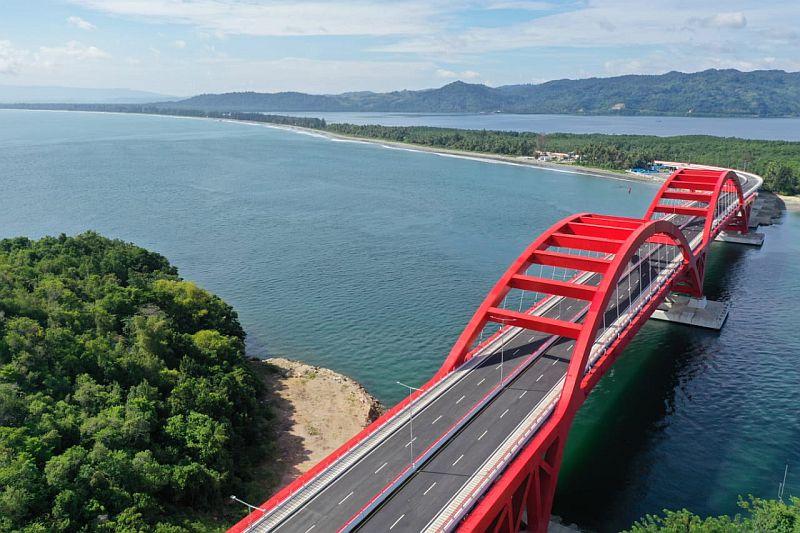https: img.okezone.com content 2020 03 04 320 2178068 jembatan-youtefa-angkat-industri-pariwisata-papua-C4Onz7FYCZ.jpg