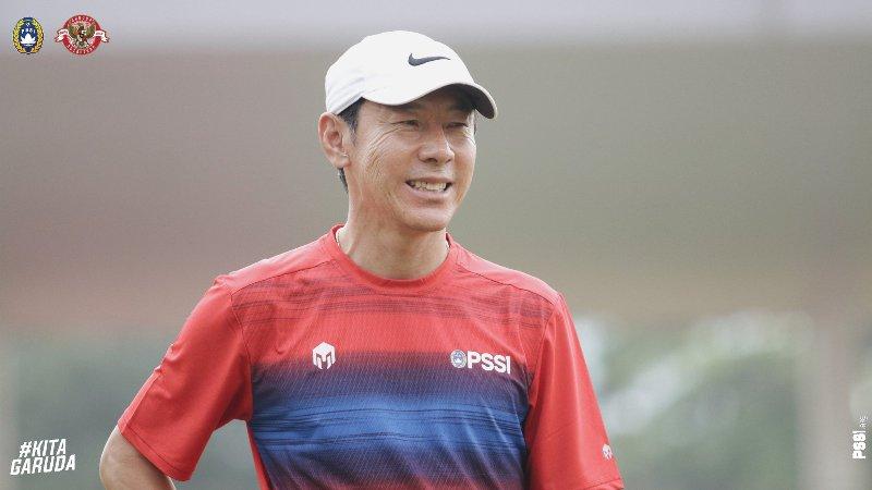 https: img.okezone.com content 2020 03 04 51 2178115 shin-tae-yong-minta-dua-hal-ini-untuk-bisa-perbaiki-kualitas-timnas-indonesia-FpORrPOkr3.jpg