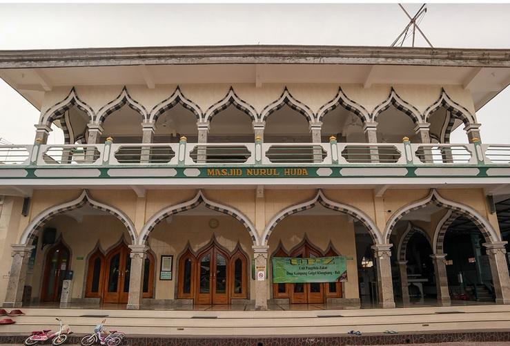https: img.okezone.com content 2020 03 04 615 2177912 menilik-masjid-tertua-di-bali-berumur-800-tahun-jejak-masuknya-islam-di-pulau-dewata-NDTQtshQ1R.jpg