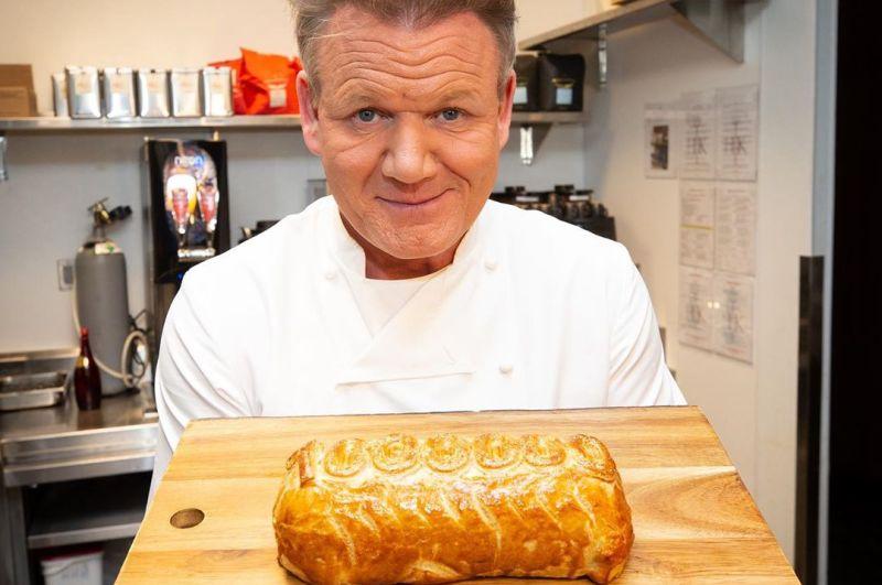 https: img.okezone.com content 2020 03 05 298 2178754 lika-liku-perjalanan-karier-chef-gordon-ramsay-gSjQZKESrR.jpg