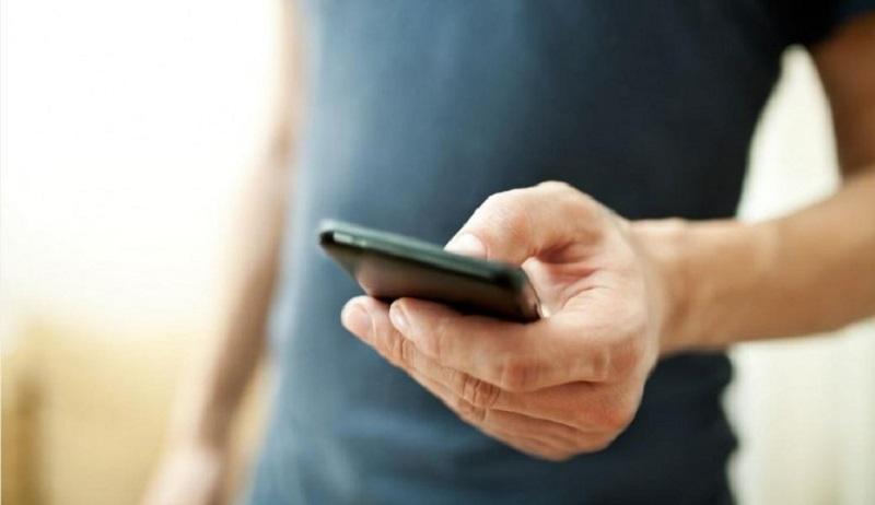https: img.okezone.com content 2020 03 06 196 2179189 mengunkap-kepribadian-dari-cara-pegang-ponsel-N04k3lWLGC.jpg