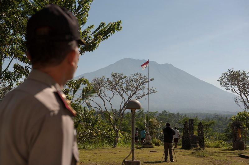 https: img.okezone.com content 2020 03 06 244 2179499 kerap-gempa-vulkanik-status-gunung-agung-masih-level-iii-l798uMbR42.jpg