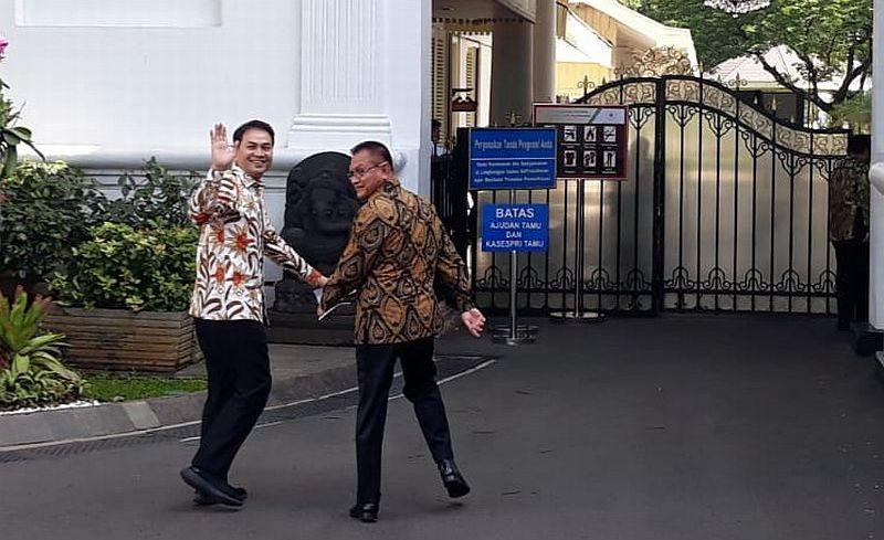 https: img.okezone.com content 2020 03 06 337 2179242 petinggi-partai-golkar-temui-presiden-jokowi-di-istana-k2QxTA76qk.jpg