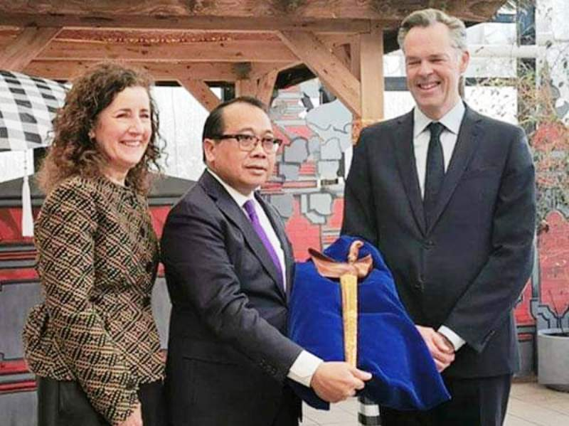 https: img.okezone.com content 2020 03 06 337 2179351 keris-kuno-peninggalan-pangeran-diponegoro-akhirnya-kembali-ke-indonesia-jIlpvM0X7S.jpg