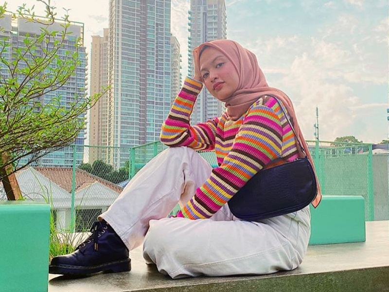 https: img.okezone.com content 2020 03 06 617 2179369 gaya-hijab-kasual-ala-selebgram-tasya-kissty-makin-kece-di-akhir-pekan-mr8hkgYvUk.jpg