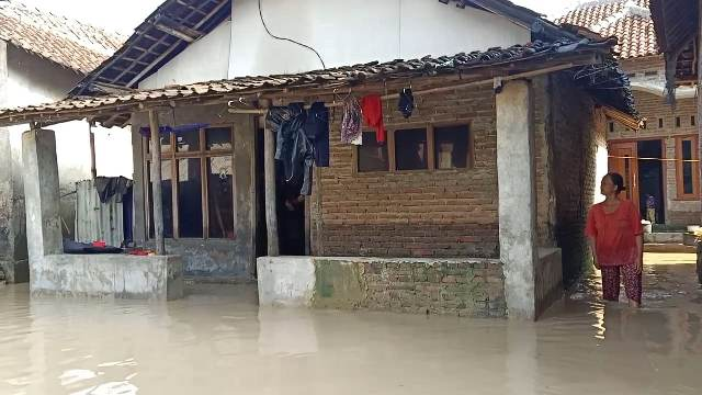 https: img.okezone.com content 2020 03 07 525 2179603 banjir-di-cirebon-berangsur-surut-pada-pagi-ini-cSmEjtVwvd.jpg