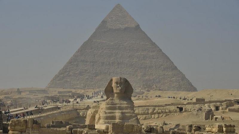 https: img.okezone.com content 2020 03 09 18 2180353 pria-mesir-bunuh-diri-dengan-melompat-dari-piramida-ikonik-di-giza-lBWH65Spxm.jpg
