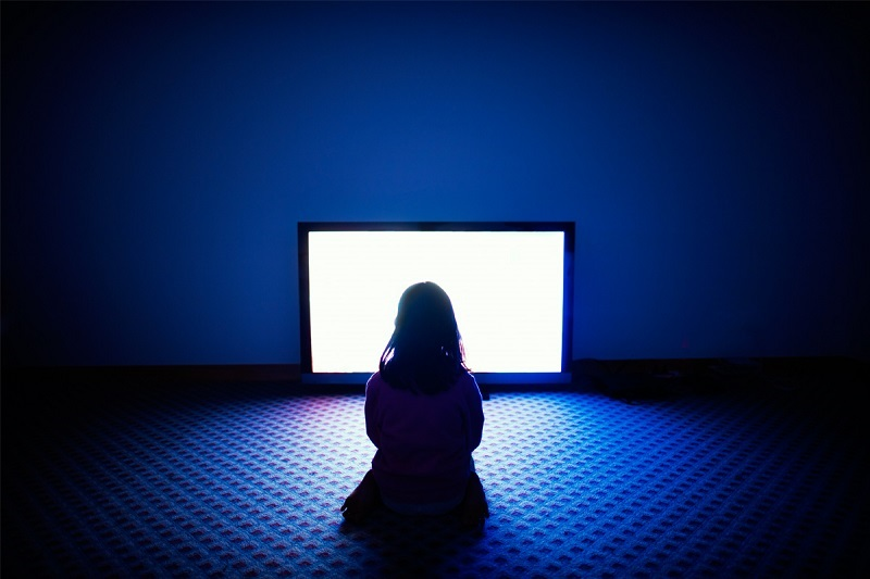 https: img.okezone.com content 2020 03 09 196 2180537 berkaca-dari-kasus-remaja-bunuh-bocah-benarkah-nonton-film-horor-thriller-bisa-picu-pembunuhan-vzuk2v1CIo.jpg