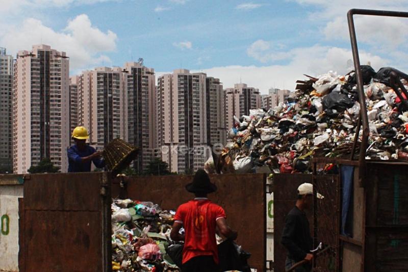 https: img.okezone.com content 2020 03 09 337 2180741 indonesia-belanda-teken-kerja-sama-soal-pengelolaan-sampah-dan-perubahan-iklim-wuq0uqgP47.jpg