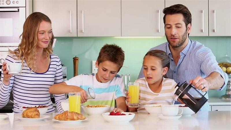 https: img.okezone.com content 2020 03 09 481 2180529 jangan-lupa-sarapan-ini-manfaatnya-untuk-kesehatan-tubuh-XqqTXPo8Wx.jpg
