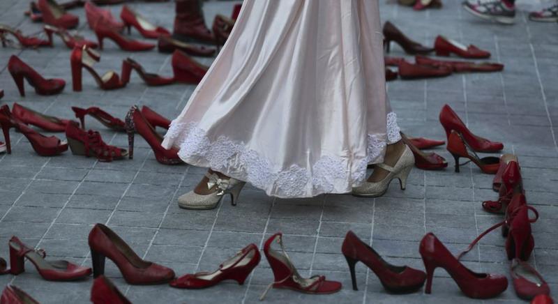 https: img.okezone.com content 2020 03 10 18 2181181 ribuan-perempuan-meksiko-gelar-sehari-tanpa-perempuan-YshAW1RmKM.jpg