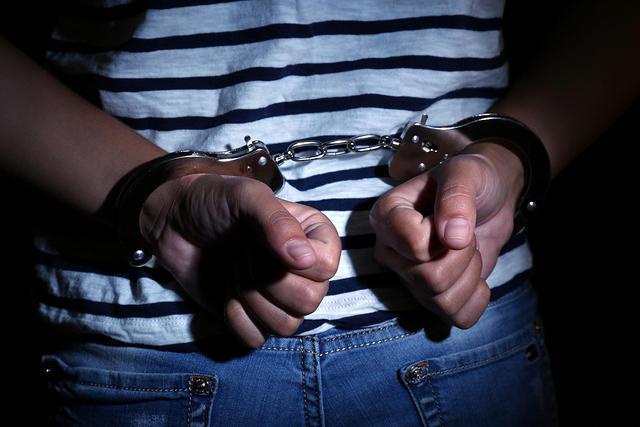 https: img.okezone.com content 2020 03 10 340 2181265 melawan-saat-ditangkap-anggota-polisi-gadungan-ditembak-TD1IQuaHqz.jpg