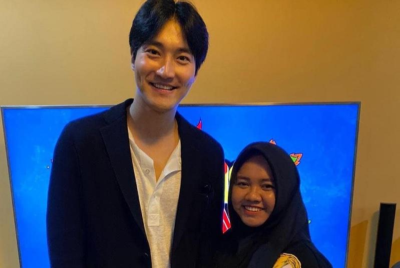 https: img.okezone.com content 2020 03 11 33 2181774 foto-bareng-choi-siwon-pengasuh-rafathar-sukses-bikin-iri-7hAlEC9ZxX.jpg