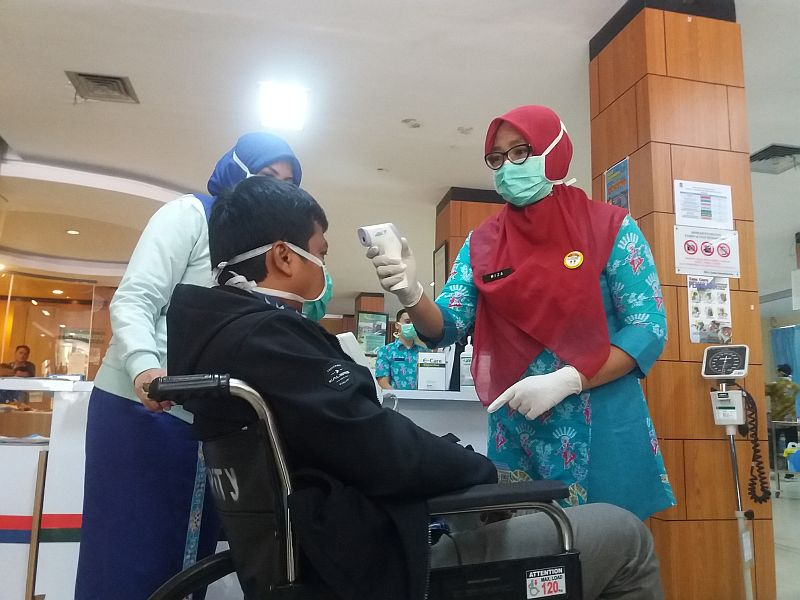 https: img.okezone.com content 2020 03 11 338 2181582 pasien-suspect-korona-di-bekasi-berjumlah-30-orang-zgdqGCnIxY.jpg