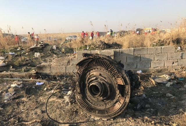 https: img.okezone.com content 2020 03 12 18 2182021 iran-setuju-serahkan-kotak-hitam-pesawat-ukraina-yang-ditembak-ke-prancis-BptQMMDDd9.jpg