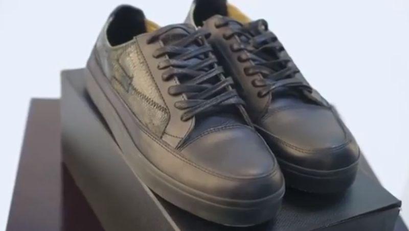 https: img.okezone.com content 2020 03 12 194 2182096 intip-sepatu-ceker-ayam-kekinian-dari-bandung-yang-mendunia-WxCH4pMQY3.jpg