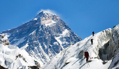 https: img.okezone.com content 2020 03 13 18 2182883 khawatir-covid-19-nepal-tutup-jalur-pendakian-everest-iJNoFYl4qj.jpg