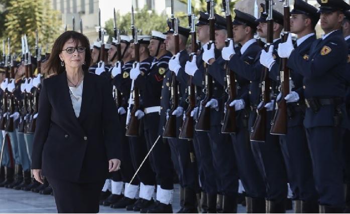 https: img.okezone.com content 2020 03 13 18 2182994 yunani-resmi-lantik-presiden-wanita-pertama-sepanjang-sejarah-MnB3S1pqVM.jpg