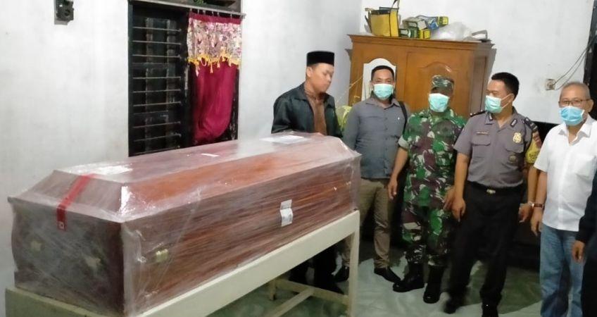 https: img.okezone.com content 2020 03 13 510 2182638 tewas-kecelakaan-kerja-jenazah-tki-asal-kulonprogo-dipulangkan-dari-taiwan-0MK5fmbLua.jpg