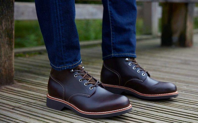 https: img.okezone.com content 2020 03 15 194 2183703 3-cara-merawat-sepatu-boots-kulit-agar-awet-OeIvlVws2e.jpg