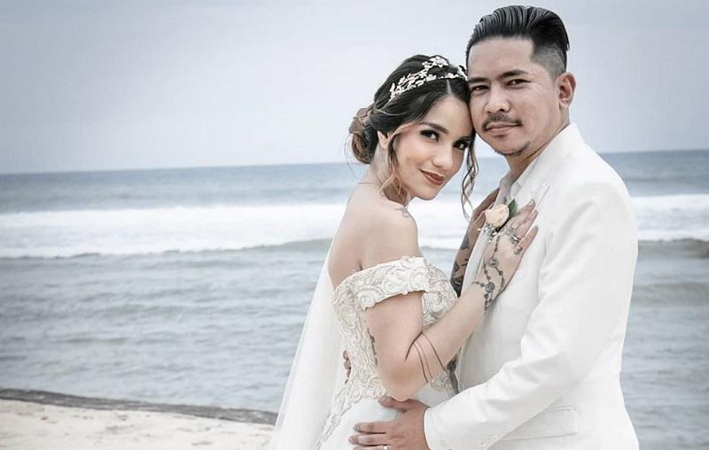 https: img.okezone.com content 2020 03 16 33 2183845 sebulan-menikah-sheila-marcia-diisukan-hamil-CgpfHUoHQW.jpg