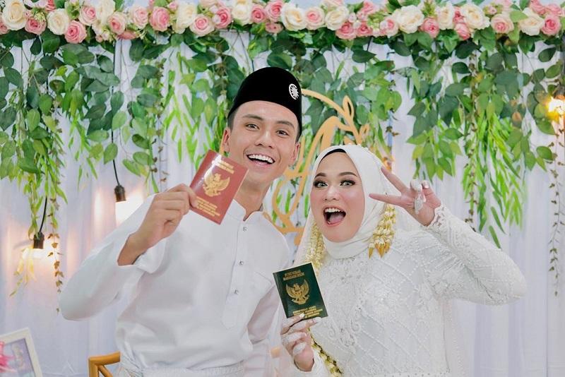 https: img.okezone.com content 2020 03 16 33 2184009 mantan-vokalis-sabyan-gambus-resmi-menikah-11DpsLHcss.jpg