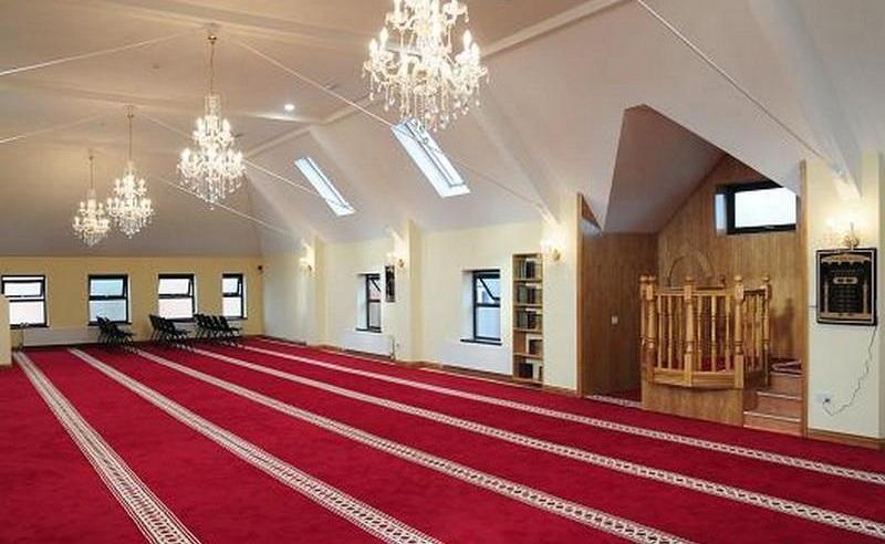https: img.okezone.com content 2020 03 16 614 2184064 dua-masjid-ditutup-karena-pandemi-covid-19-Nsfc37bYP6.jpg