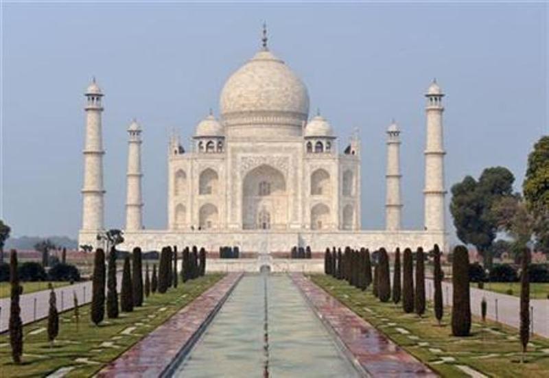https: img.okezone.com content 2020 03 17 18 2184596 india-tutup-taj-mahal-dan-ribuan-monumen-sampai-akhir-bulan-karena-covid-19-XjaOnhy3q9.jpg