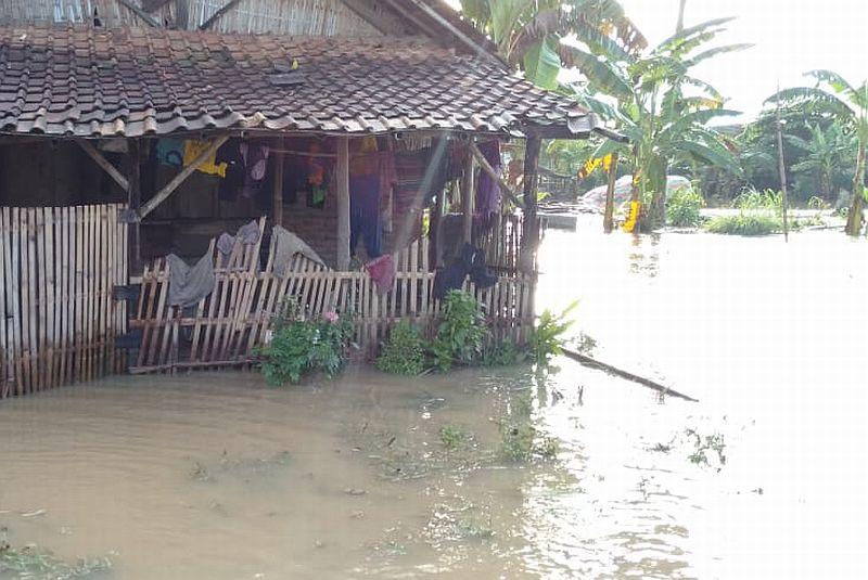 https: img.okezone.com content 2020 03 17 610 2184669 banjir-rendam-wilayah-oku-timur-sumsel-waspada-bencana-wMleo2X0MP.jpg