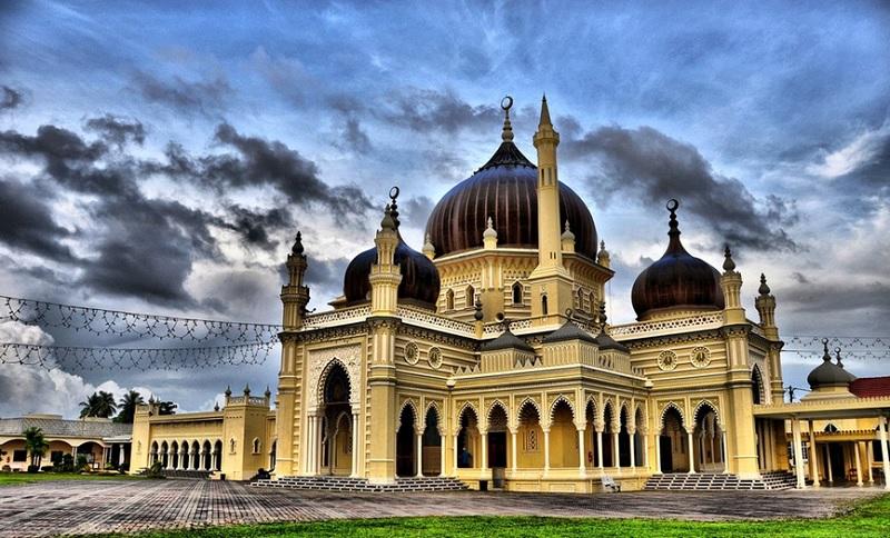 https: img.okezone.com content 2020 03 17 615 2184524 menengok-masjid-zahir-ikon-negeri-kedah-yang-berumur-seabad-lebih-HYSle1QJCc.jpg