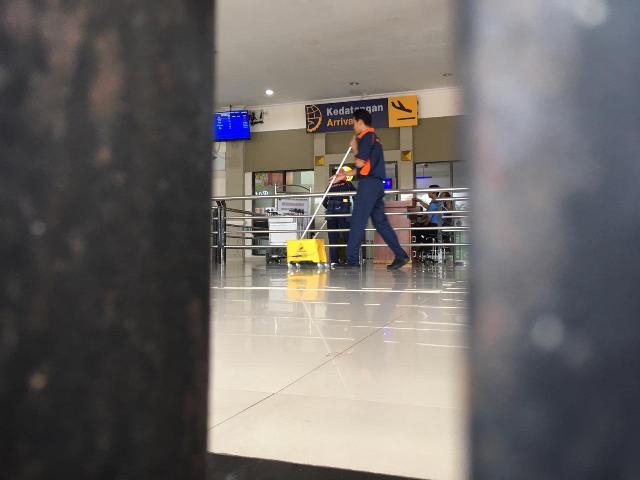 https: img.okezone.com content 2020 03 18 340 2185173 pandemi-corona-tak-pengaruhi-jadwal-penerbangan-di-bandara-fatmawati-soekarno-7vo6DYmFj4.jpg