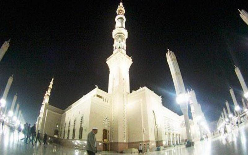 https: img.okezone.com content 2020 03 18 615 2185116 pandemi-corona-arab-tutup-semua-masjid-kecuali-masjidil-haram-masjid-nabawi-vr6X089X4P.jpg