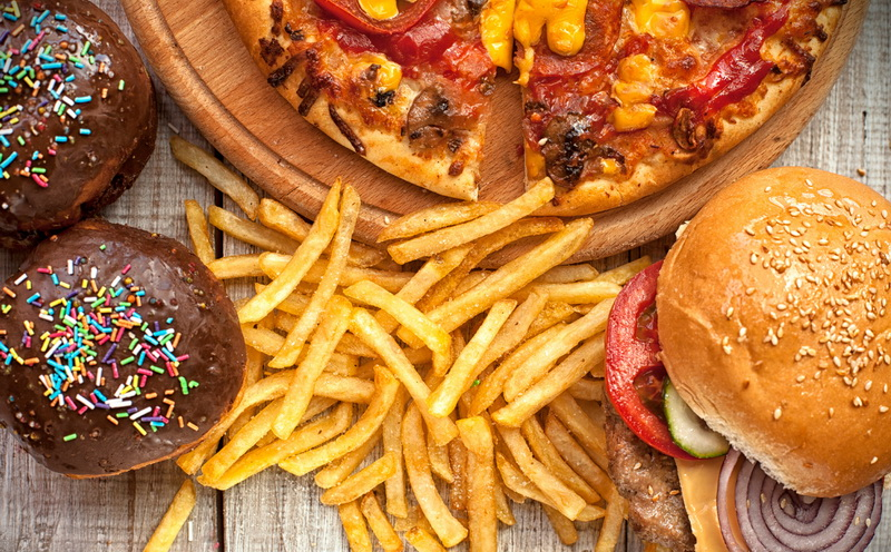 https: img.okezone.com content 2020 03 19 481 2186116 hati-hati-junk-food-malah-buat-imunitas-tubuh-anda-melemah-loh-UaDKhadY9e.jpg