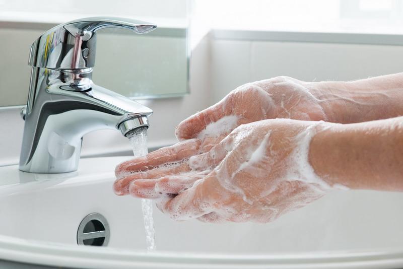 https: img.okezone.com content 2020 03 19 620 2185914 rajin-cuci-tangan-jauhkan-anda-dari-virus-corona-5dBewDl9br.jpg