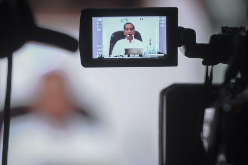 https: img.okezone.com content 2020 03 20 20 2186346 presiden-jokowi-prediksi-ekonomi-dunia-hanya-tumbuh-1-5-0e9mwxJzpe.jpg