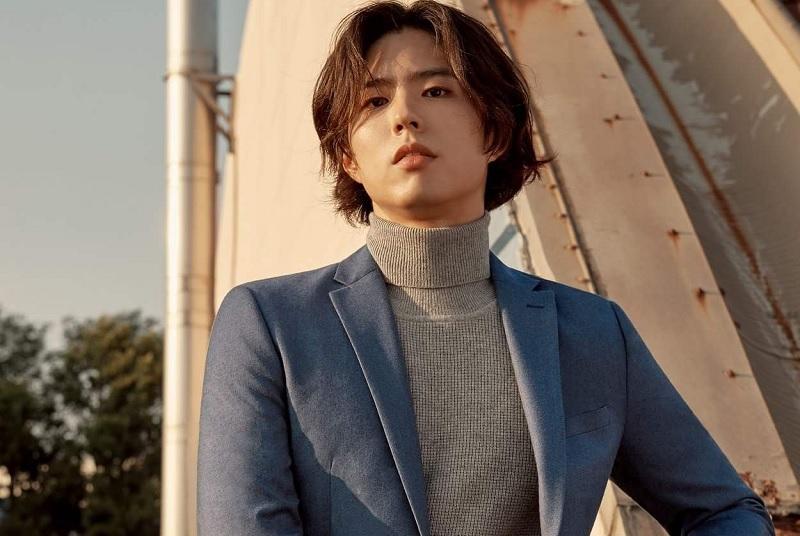 https: img.okezone.com content 2020 03 21 205 2187019 jadi-model-video-klip-lee-seung-chul-park-bo-gum-sebuah-kehormatan-hkh0wu25Ck.jpg