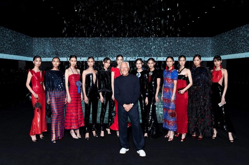 https: img.okezone.com content 2020 03 22 194 2187255 15-rumah-mode-tunda-hingga-batalkan-fashion-show-karena-pandemi-virus-corona-EyEmj7n36u.jpg