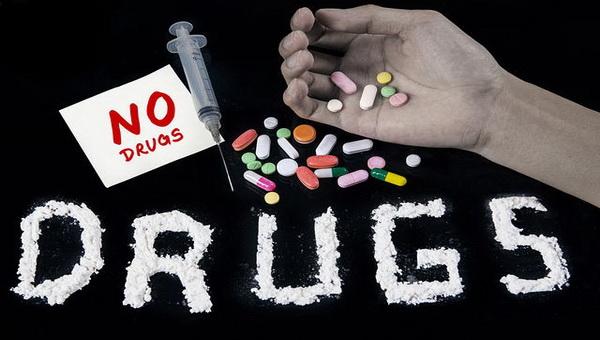 https: img.okezone.com content 2020 03 22 340 2187342 bukannya-social-distancing-17-orang-di-pontianak-ini-malah-pesta-narkoba-Bmi3lZfDUo.jpg