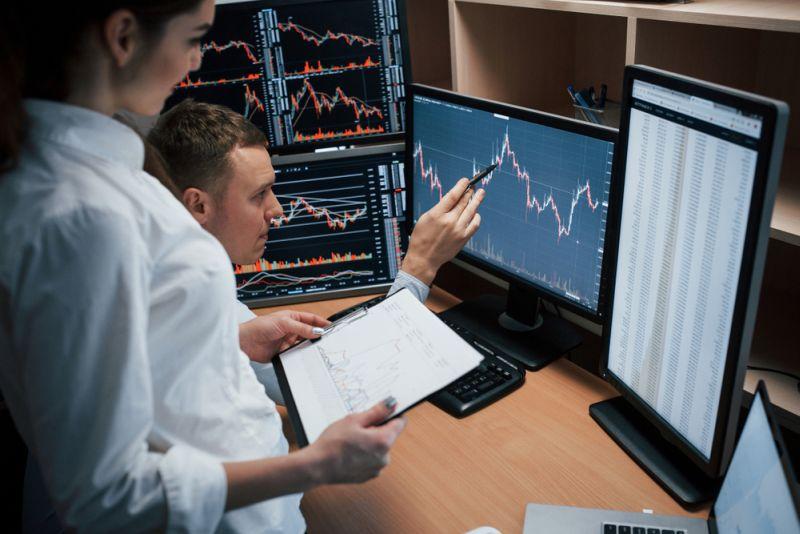 sistem komputer untuk perdagangan saham