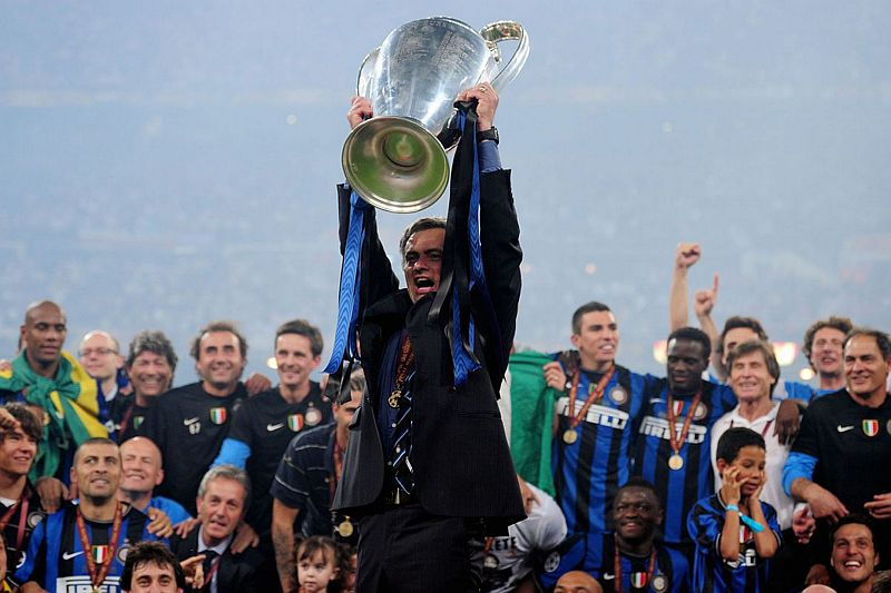 https: img.okezone.com content 2020 03 25 51 2189014 milito-mourinho-salah-satu-pelatih-terbaik-yang-pernah-ada-P5iRI5qyUv.jpg