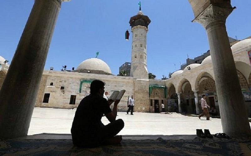 https: img.okezone.com content 2020 03 25 614 2188690 wabah-corona-masjid-masjid-di-jalur-gaza-ditutup-ChYsqMOCFv.jpg