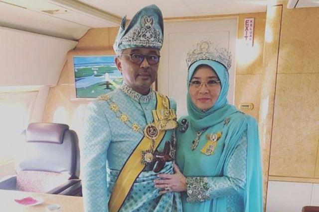 https: img.okezone.com content 2020 03 26 18 2189348 raja-dan-ratu-malaysia-dikarantina-setelah-7-staf-istana-positif-virus-corona-MFRvkCNDGt.jpg