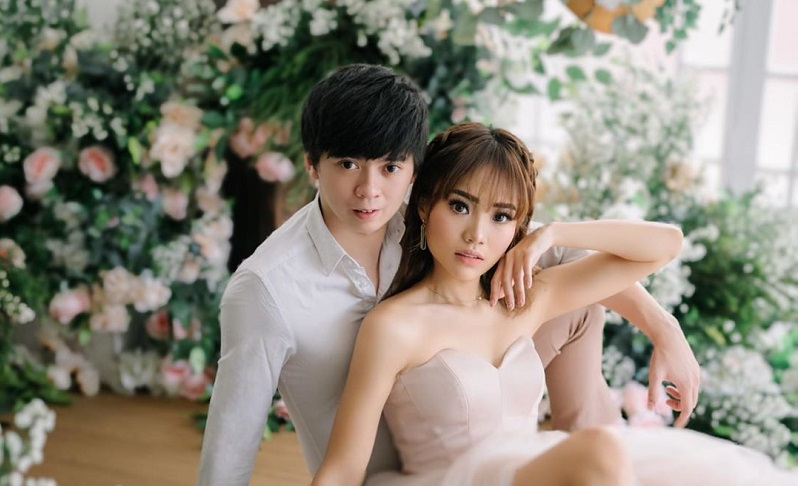 https: img.okezone.com content 2020 03 26 33 2189243 4-artis-indonesia-yang-tunda-pesta-pernikahan-karena-corona-fWvqh3fKPN.jpg