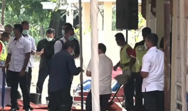 https: img.okezone.com content 2020 03 26 337 2189290 pemakaman-jenazah-ibunda-presiden-jokowi-berlangsung-tertutup-BHR8SCr1BE.png