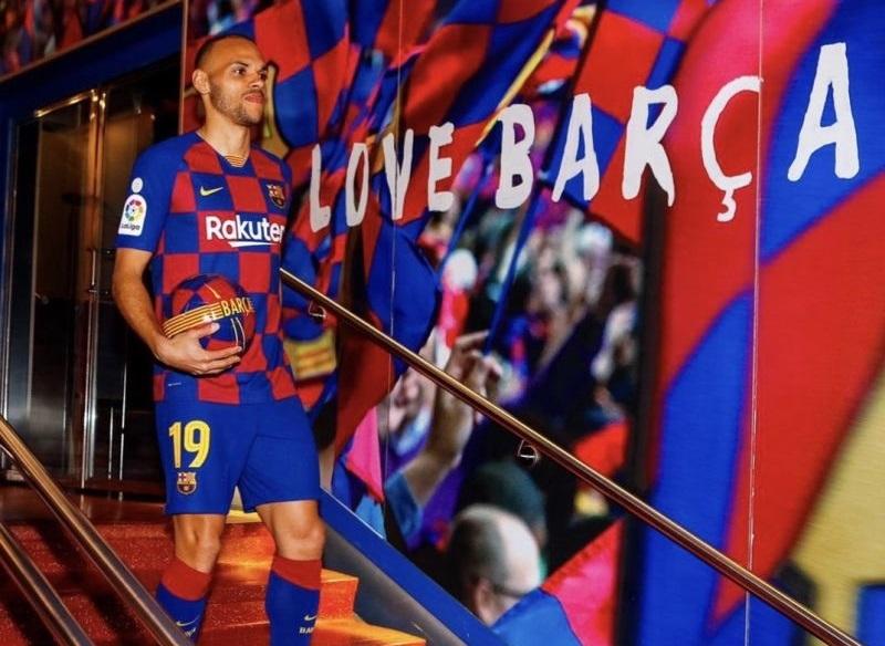 https: img.okezone.com content 2020 03 26 46 2189469 braithwaite-temukan-hal-positif-dari-ditundanya-laga-liga-spanyol-YsBM7WY8PF.jpg