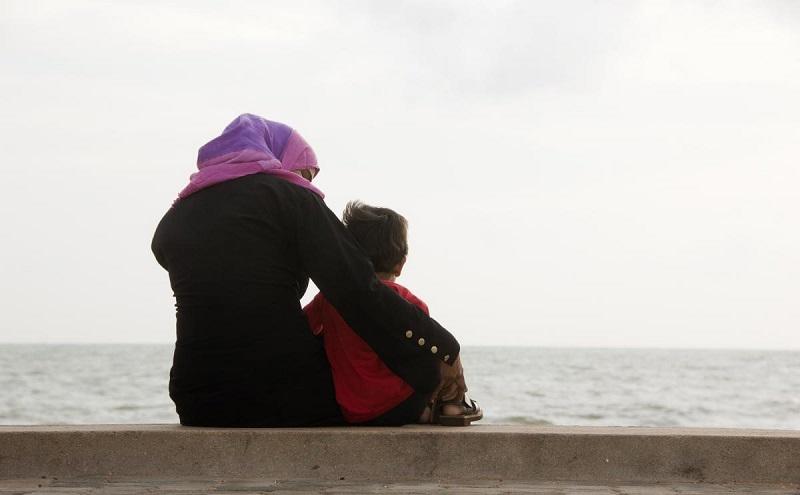 https: img.okezone.com content 2020 03 26 614 2189337 ini-keistimewaan-ibu-dalam-islam-yang-perlu-kamu-tahu-KJHVHlbev1.jpg